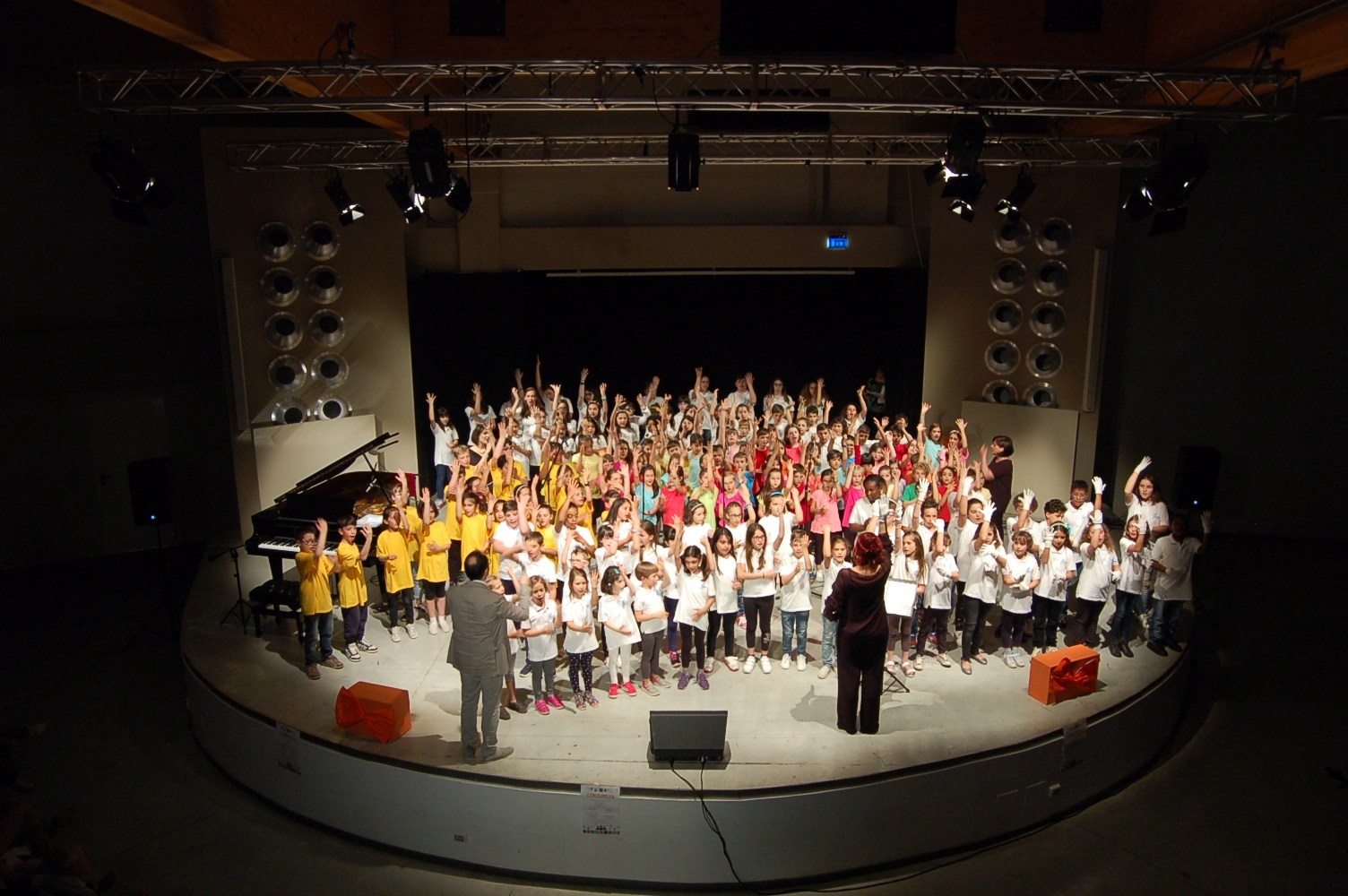An open site on children's and children's choral formation: Corinfesta.